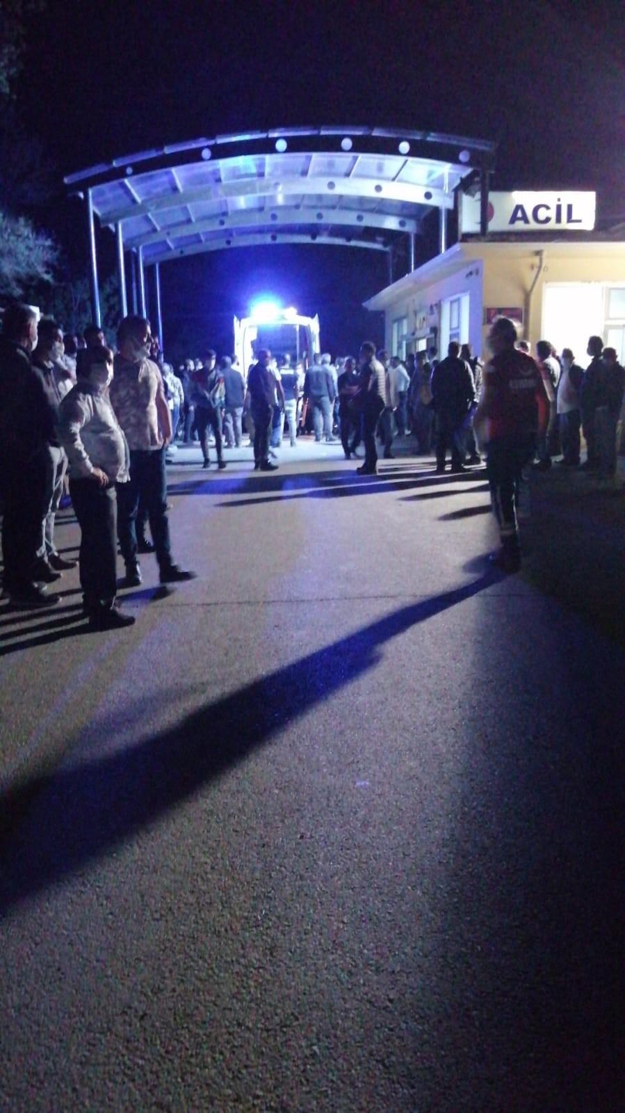 Ankara'nın Haymana ilçesinde bir traktörün römorkunun devrilmesi sonucu  meydana gelen kazada hayatını kaybedenlerin olduğu ve en az 25 kişi  yaralandığı bildirildi. Olay yerine çok sayıda ekip sevk edildi. – HABER  VERiYOR