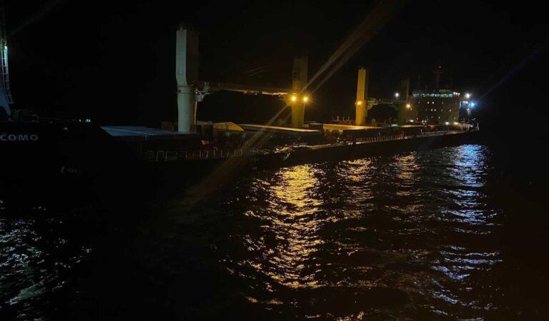 Çanakkale Boğazı'nda çarpışan gemi İzmir'e götürüldü