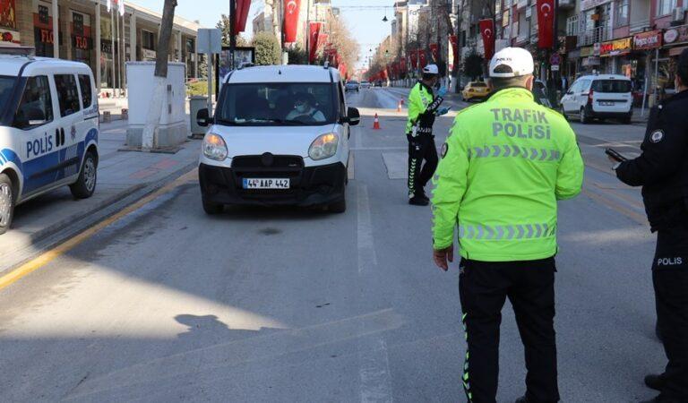 Kısıtlamada dışarı çıkanlar polise takıldı